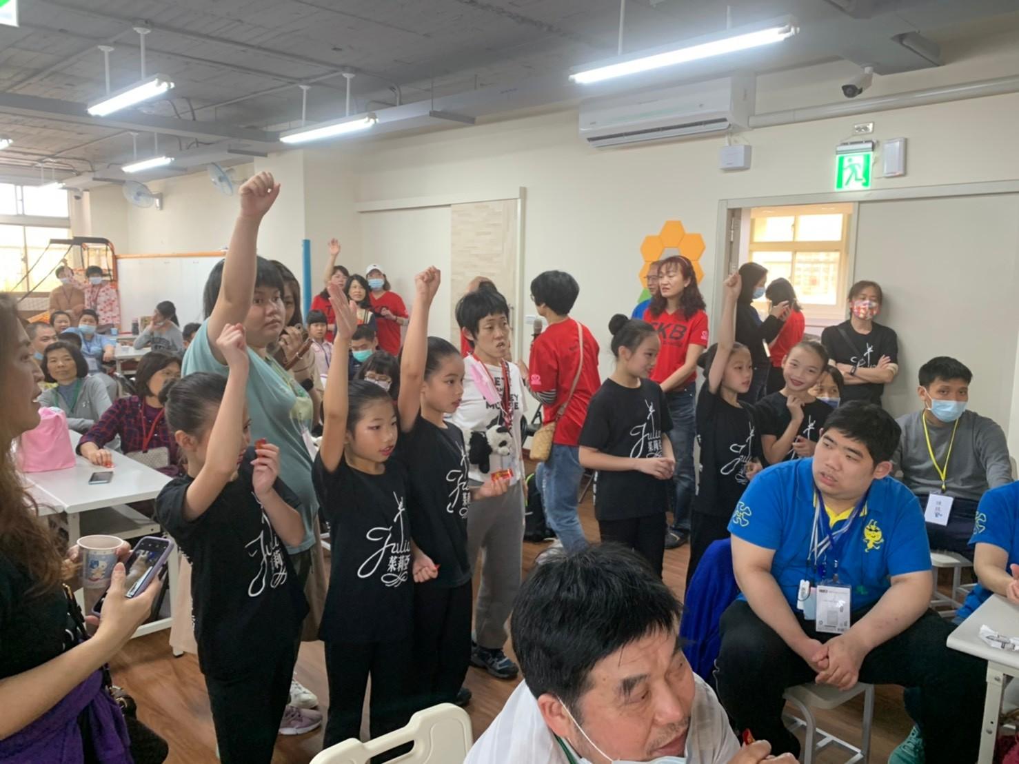 可愛的茱莉亞舞蹈團表演者踴躍參與活動
